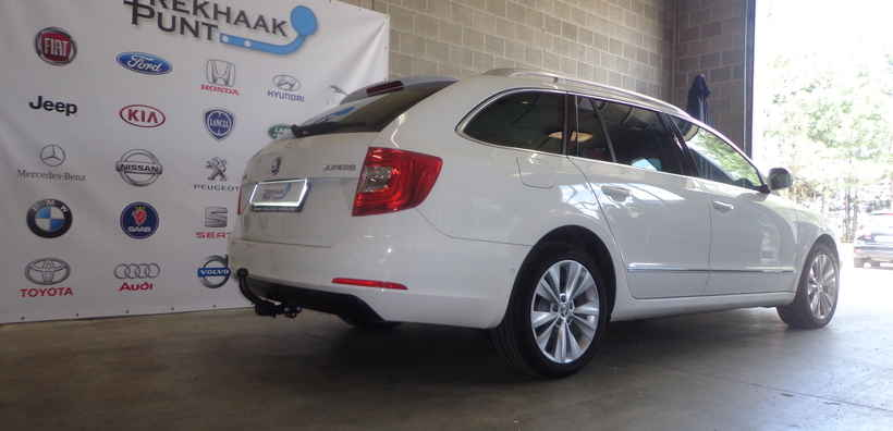 Trekhaak skoda superB vast